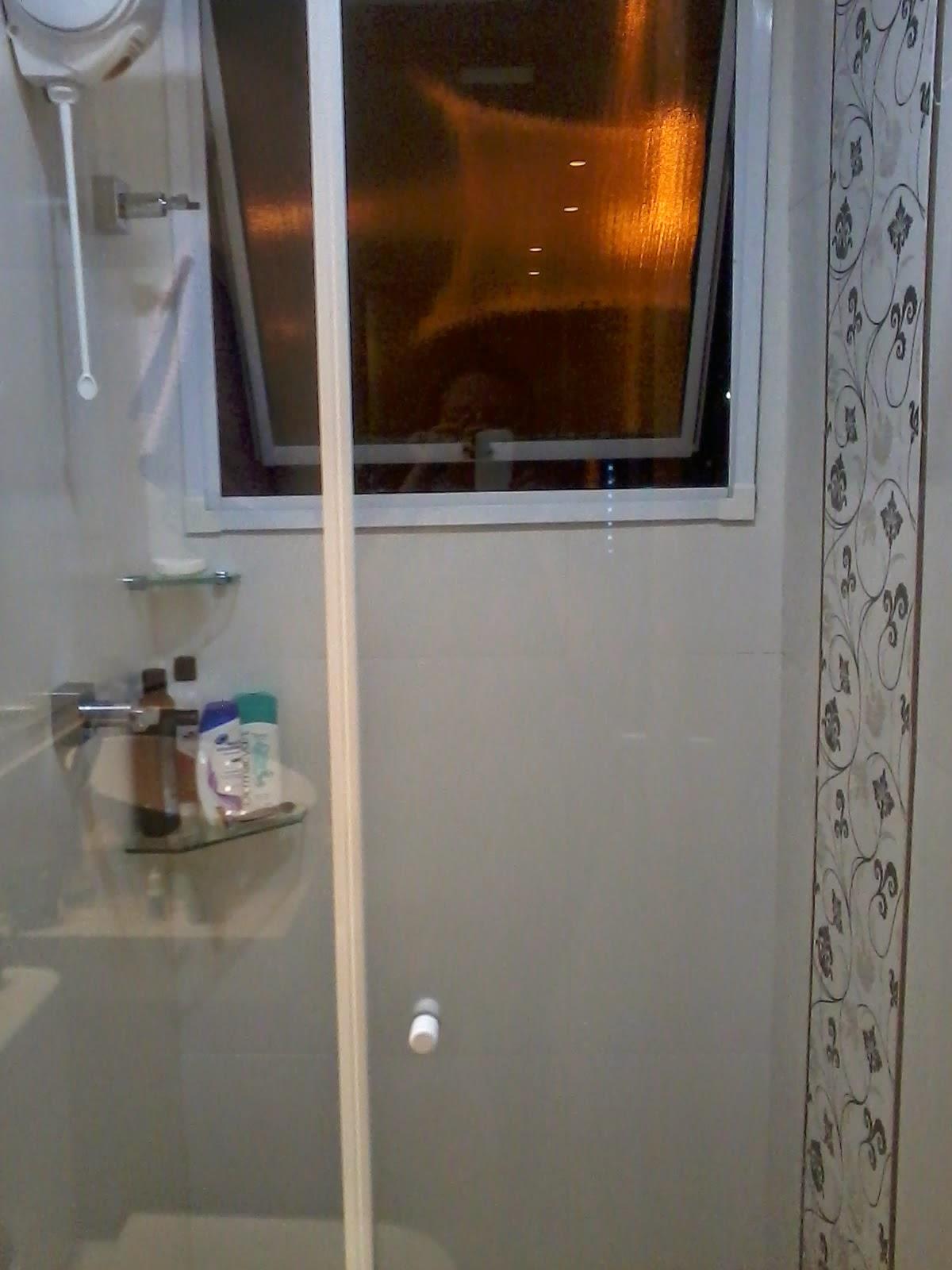 hora do banho e assim eu paro de usar a janela como porta shampoo rs #BC620F 1200x1600 Balança De Banheiro Como Usar