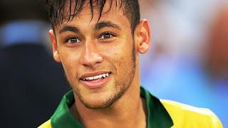 Vídeo mostra Neymar bêbado com duas moças e elas pedem para ele sensualizar após da festa em que ele promoveu na sua casa.