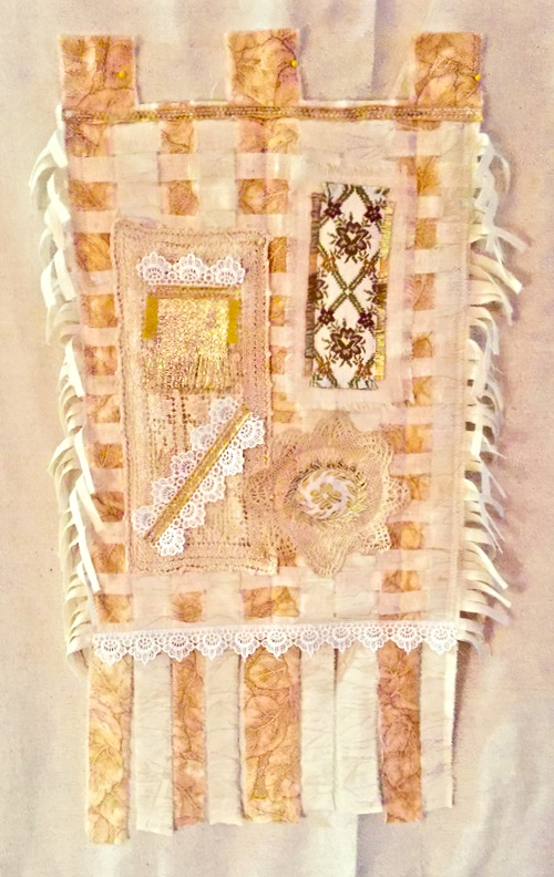 AMANDA\'S BASKETS: A DIFFERENT FABRIC ART WALL HANGING & SOME IDEAS ...