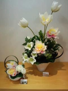 蓮とクリスマスローズのアレンジメント 仏花