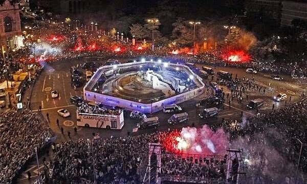 احتفالات ريال مدريد بلقب دوري الابطال في ساحة السيبليس .. العاشرة تتحقق