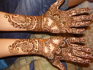 WOMENS MEHANDI ART