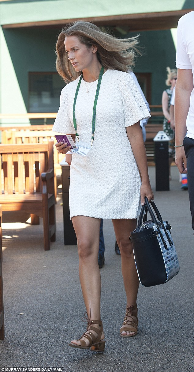 Kim Sears arrives in a Zara crochet dress at Andy's Wimbledon match