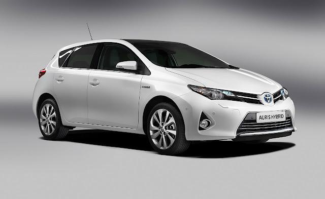 Toyota Auris Hibrid front side