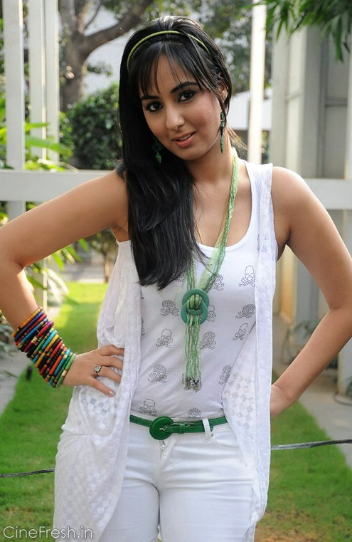 Sakshi Gulati Hot Stills Sakshi Gulati New Photos unseen pics