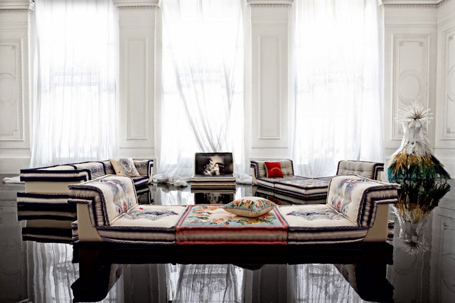 Total inspiration canape roche bobois by jean paul gaultier for Canape roche bobois
