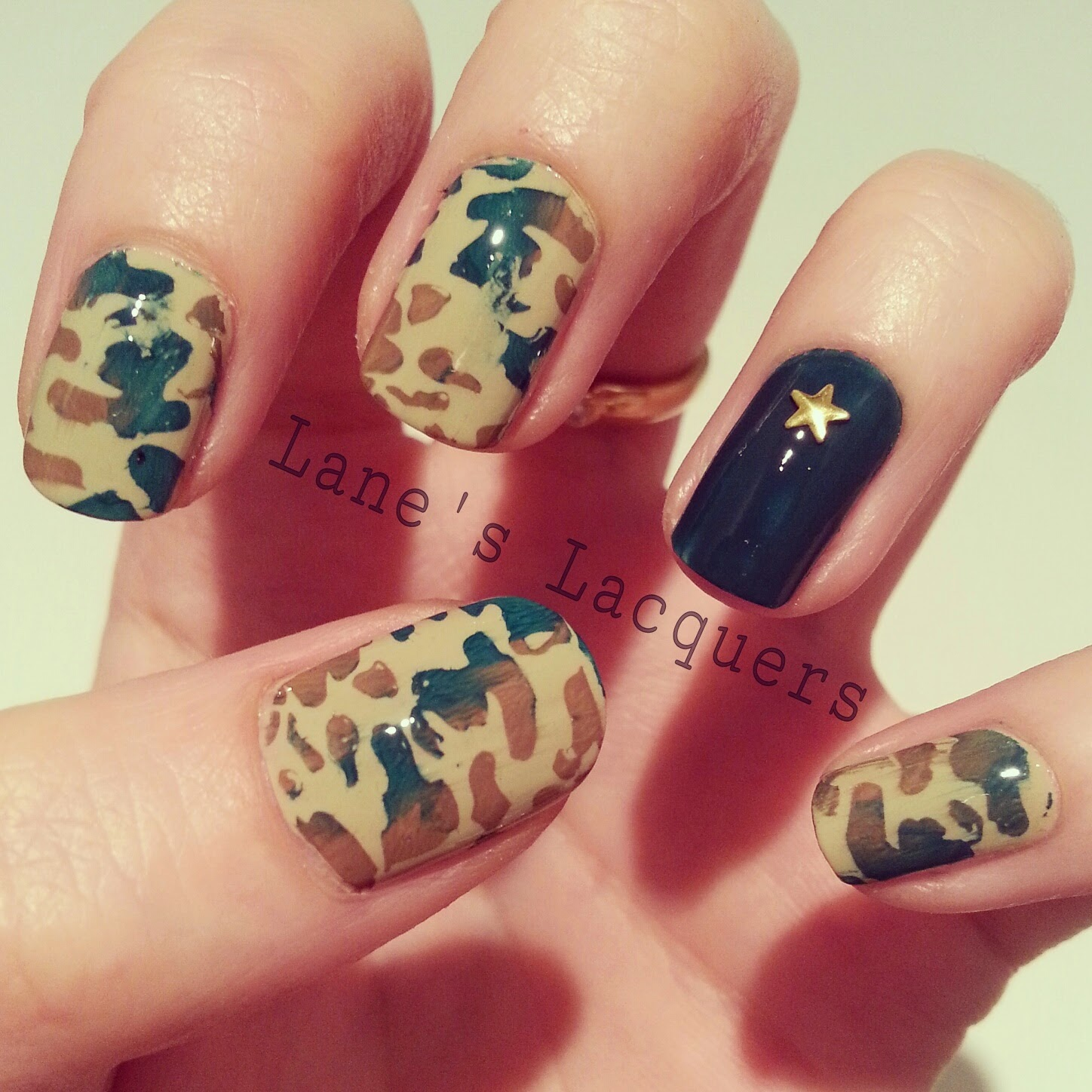 52wpnmc-army-camo-dark-green-nail-art