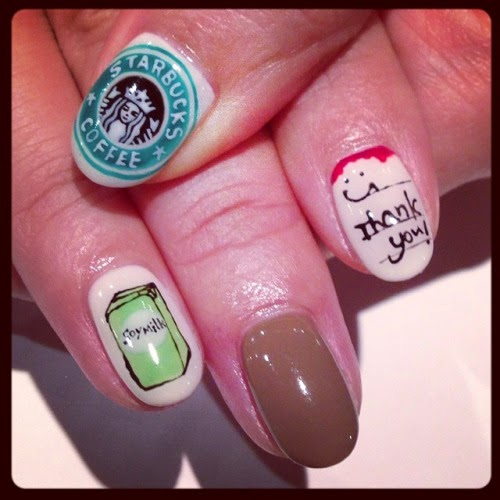 uñas decoradas al estilo starbucks