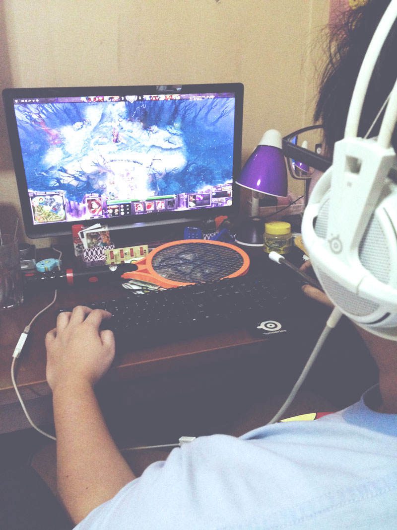 Guy playing video games on computer, DoTA 2