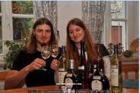 Peter J. und Helga König im Gespräch mit Markus Hillabrand, Inhaber des Weinguts Hillabrand/Franken