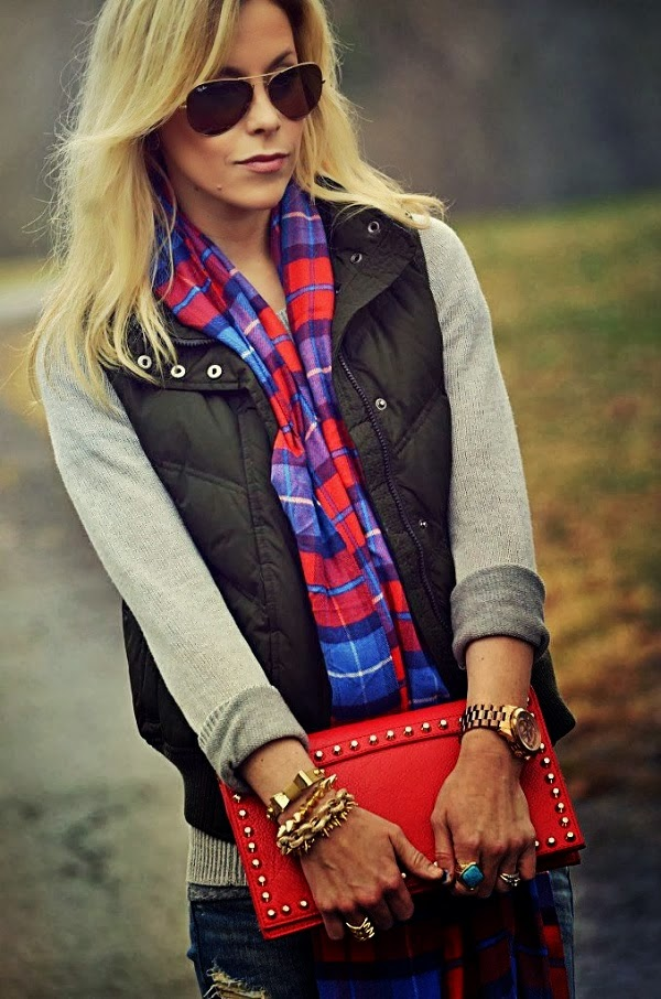 Fall Outfit With Plan Sweater,Fluffy Vest and Ray Bans
