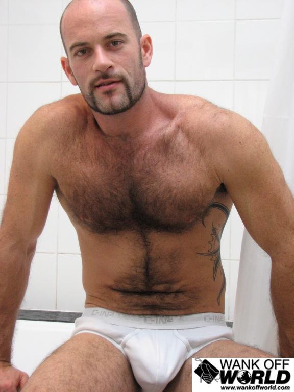 machos pelados gostosos tesudos pelud o tatuado tira a cueca