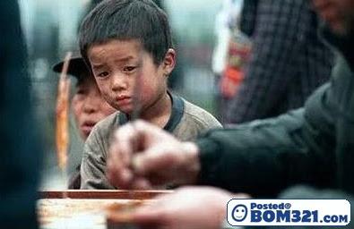 Mimik-Mimik Wajah Seorang Budak Yang Tak Mampu Membeli Gula-Gula