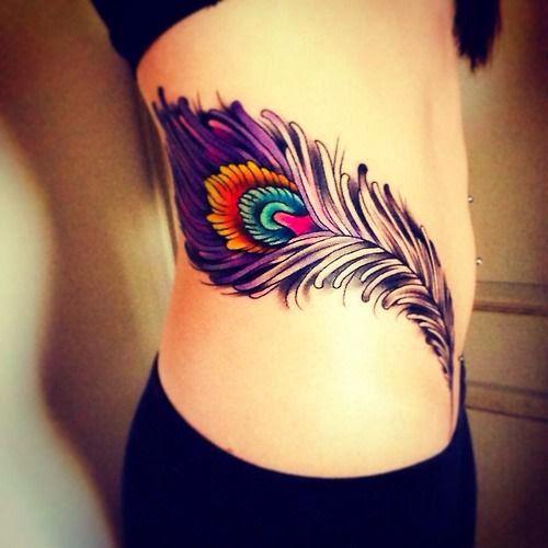 chica con un tatuaje bonito