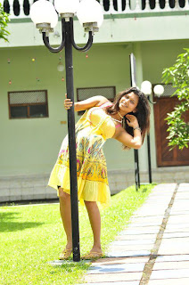 Kavisha Ayeshani hemasiri yellow hot