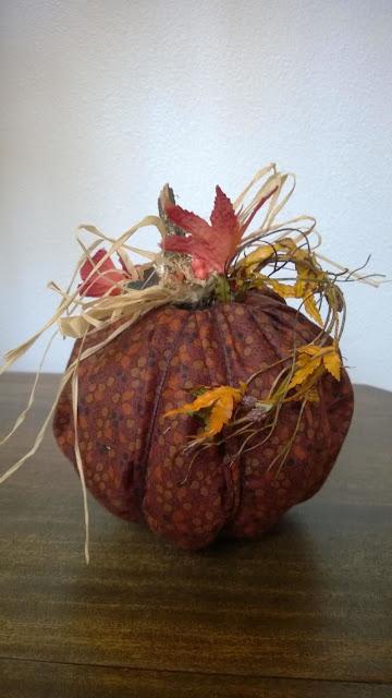 No Sew Pumpkin @craftsavy, #craftwarehouse, #Fall, #Fabric, #homedecor, #pumpkin