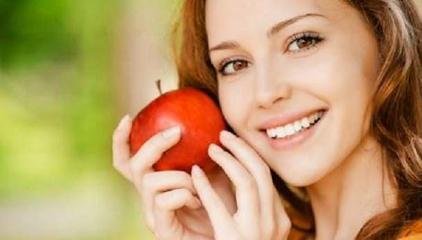 Alimentos que mantêm os dentes mais limpos e mais brancos