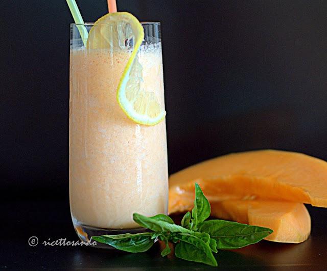Smoothie di melone e yogurt di kefir ricetta frullato allo yogurt