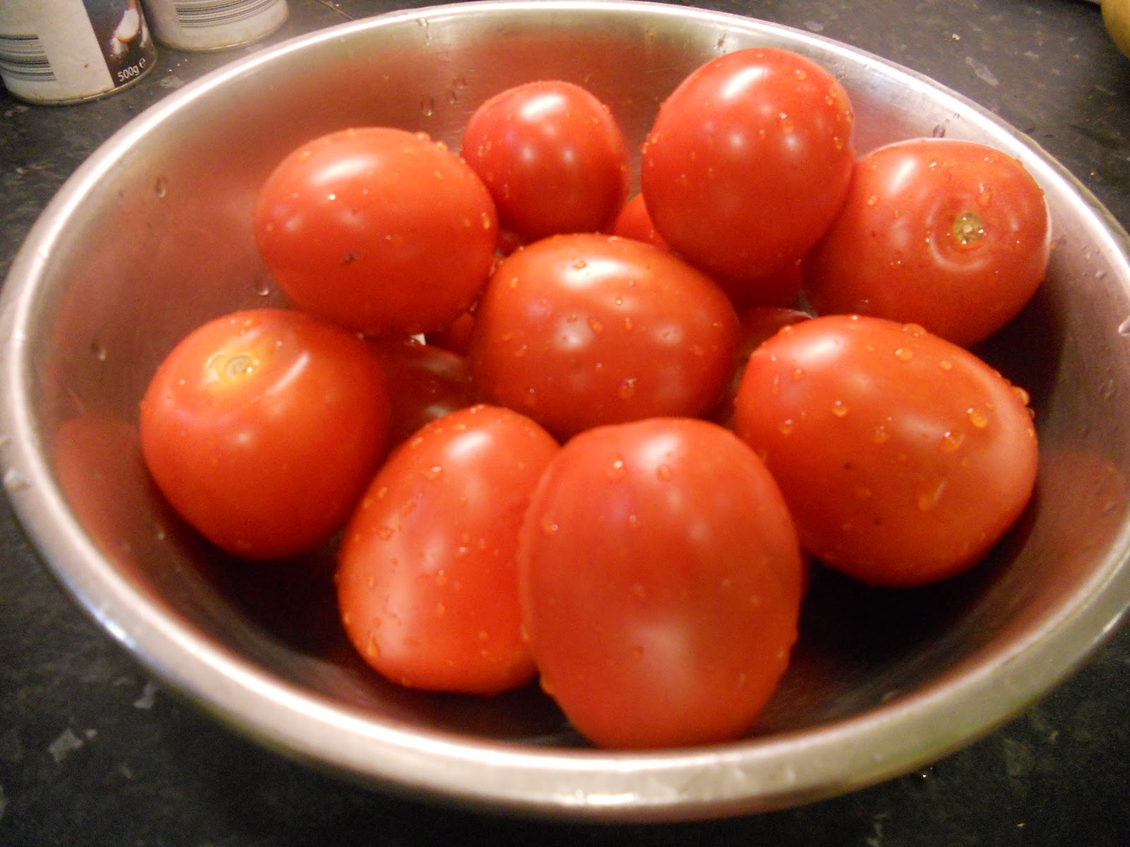 The Yogi Vegans: How-to 6: Make Basic Fresh Tomato Sauce