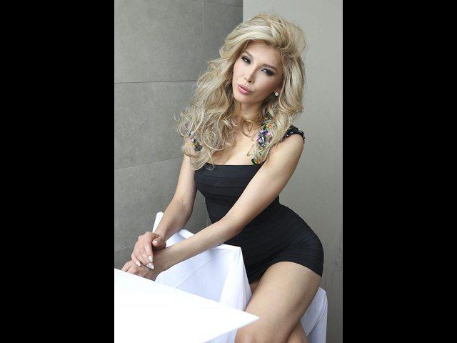 La actriz Tammana parece igualmente desnuda