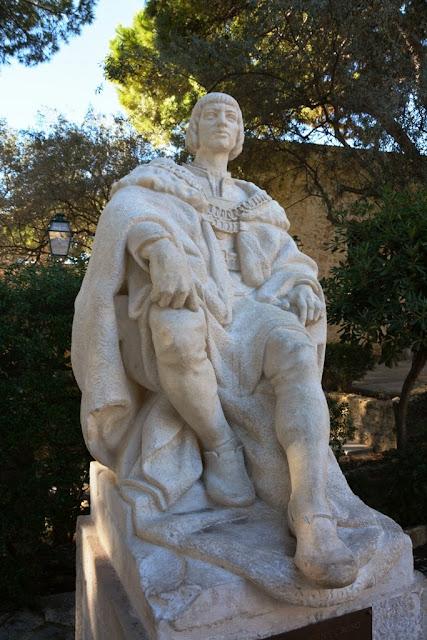 Castelo de Sao Jorge Lisbon statue