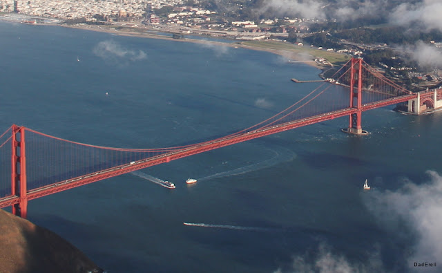 Trafic maritime sous le Golden Gate Bridge