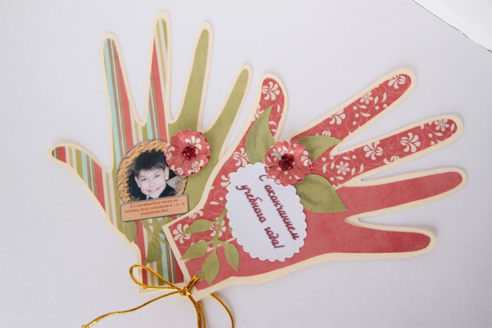 Открытка в виде руки с цветами