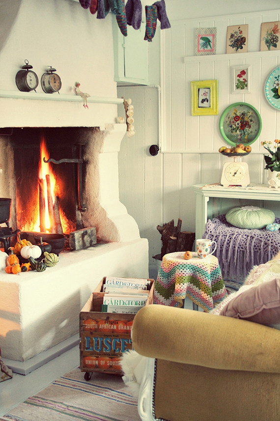 Cozy burning fireplace via roserogpatina