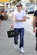 One Direction: Niall in Los Angeles, . (tumblr md ivogm ra ly )
