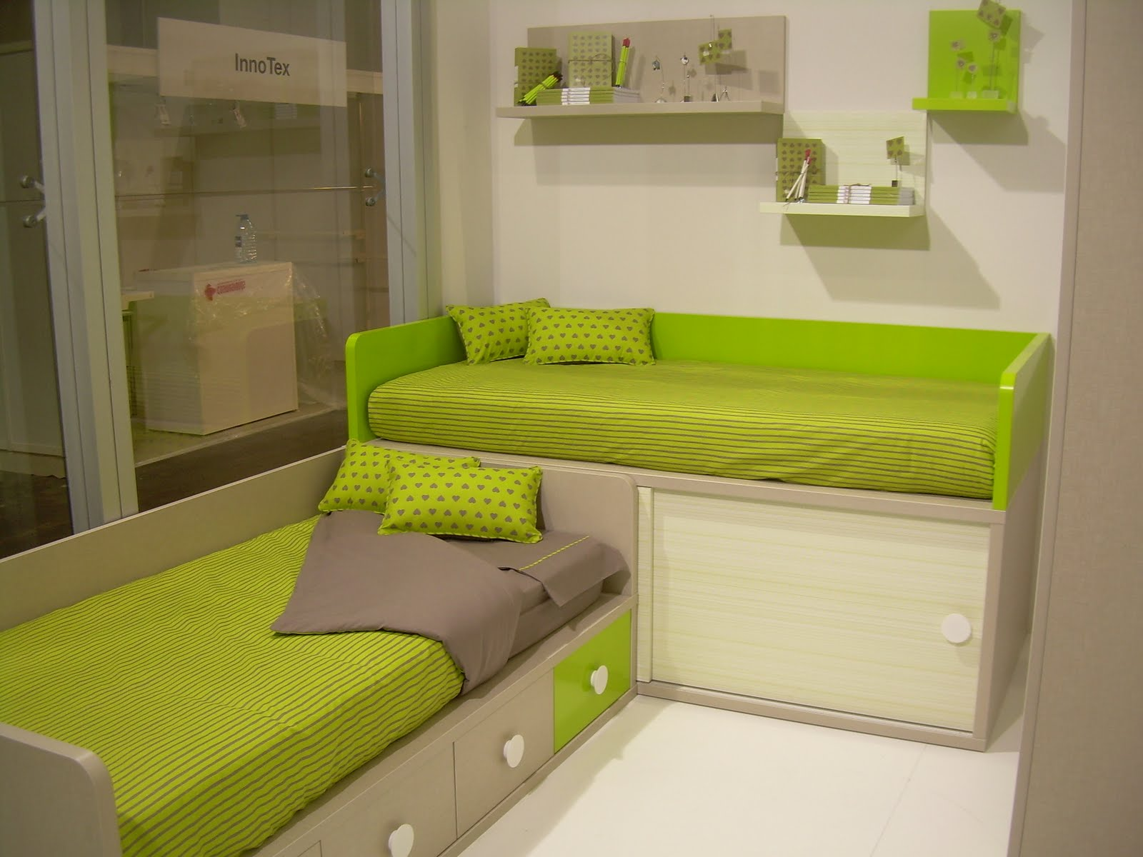 Camas bajas y camas infantiles for Muebles infantiles camas
