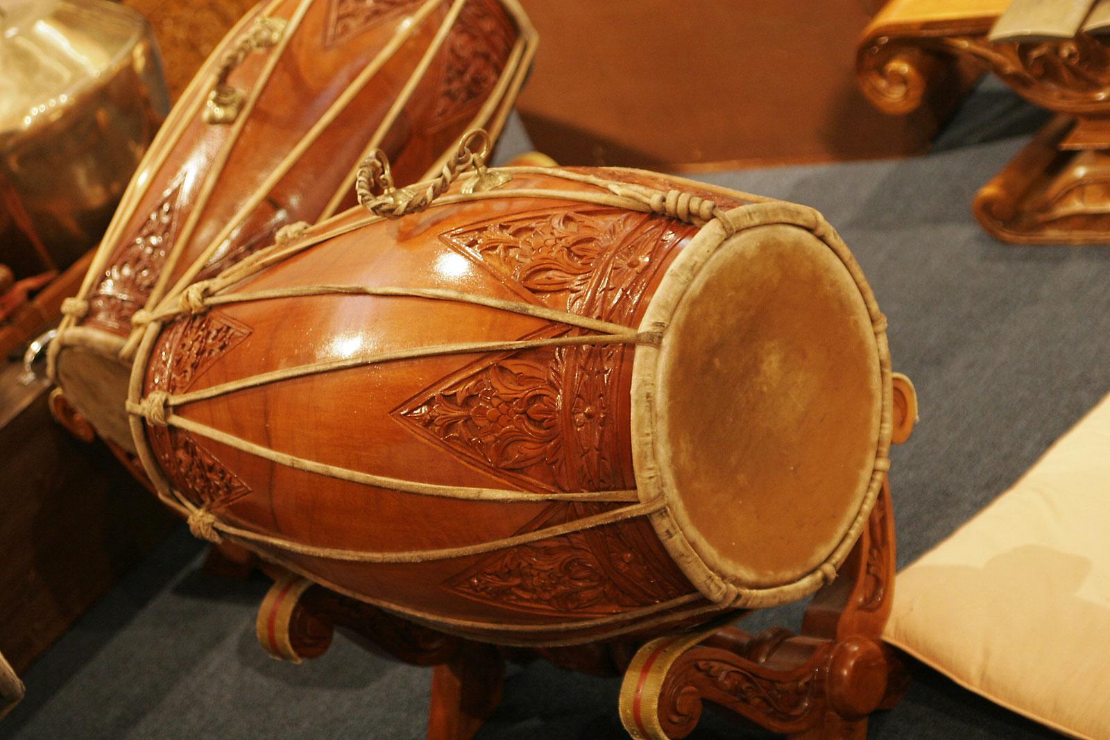 Kendang adalah instrumen dalam gamelan