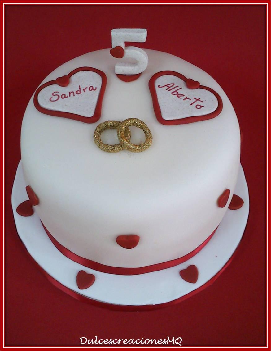Tarta Aniversario Novios Pastel Boda Corazón Corazones Anillos Alianzas Fondant Dulce Cinco Rojo Pasión Amor Victoria Sponge Cake Vainilla Limón Buttercream Chocolate Blanco
