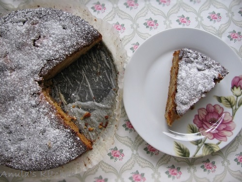 chunky apple and marmalade cake