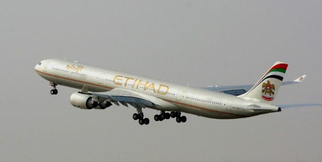 Foto Gambar Pesawat Terbang Etihad 11