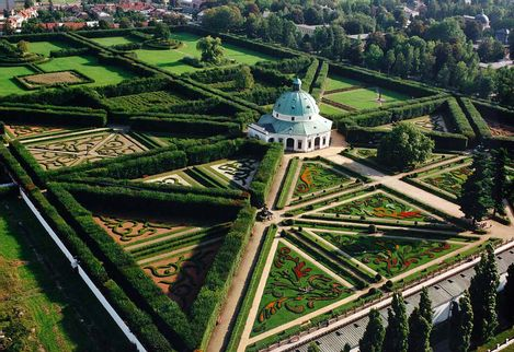 Gardens and castle at krom exploration exploration for Jardin unesco