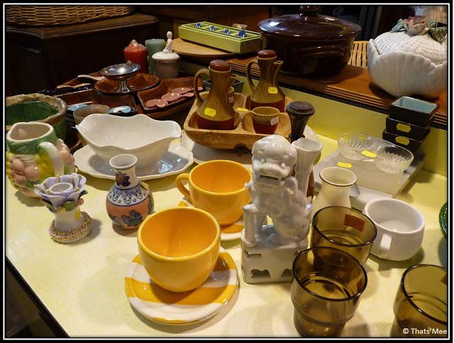 Vaisselle Emmaüs bric-a-brac au CENTQUATRE 104 Paris 19eme, verres Duralex