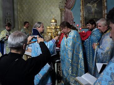 Святе причастя ієреїв УАПЦ архиєпископом Ігорем Ісіченком у парафіяльному храмі