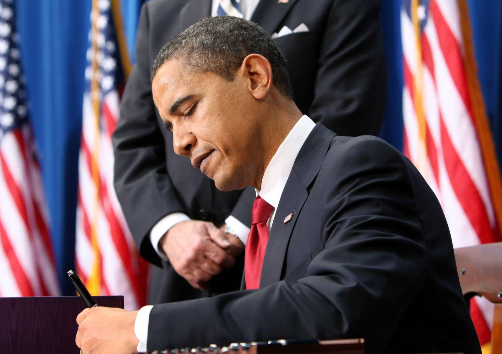 http://1.bp.blogspot.com/-uHCda5vPmb8/Tjb2nn-S2LI/AAAAAAAAAKo/e0wyl-kCVGQ/s1600/Obama_EEUU_.jpg