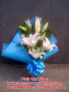 handbouquet Hadiah Bunga Di hari Wisuda