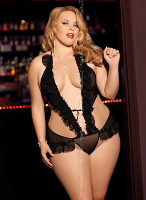 Lingerie sexy grande taille blonde
