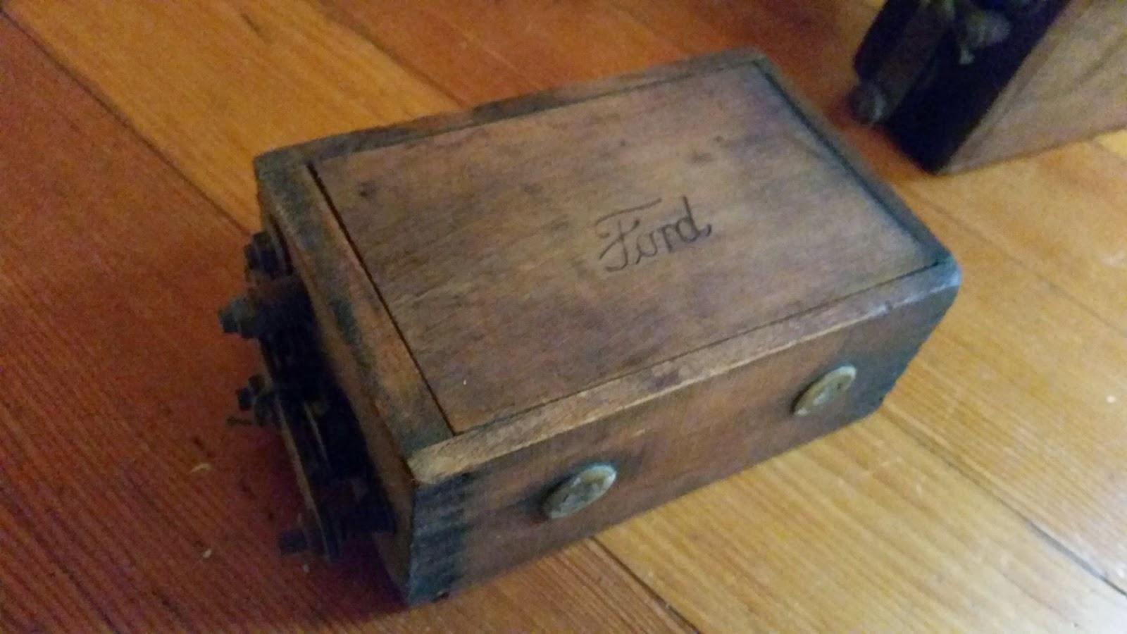 بطاريات خشبية لسيارات فورد القديمة