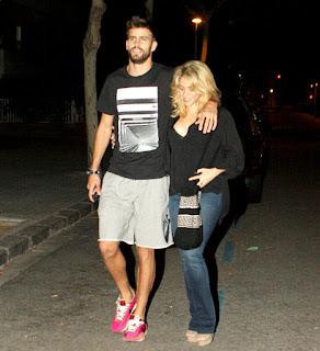 Shakira's pregnancy curves