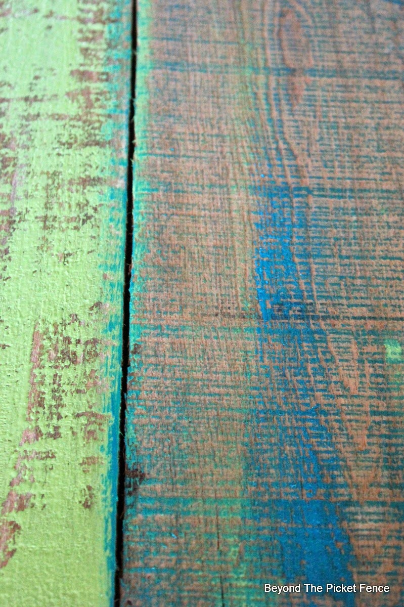 Paint Technique, Ombre, Project Challenge, DIY http://bec4-beyondthepicketfence.blogspot.com/2015/01/project-challenge-1-paintstain-two.html