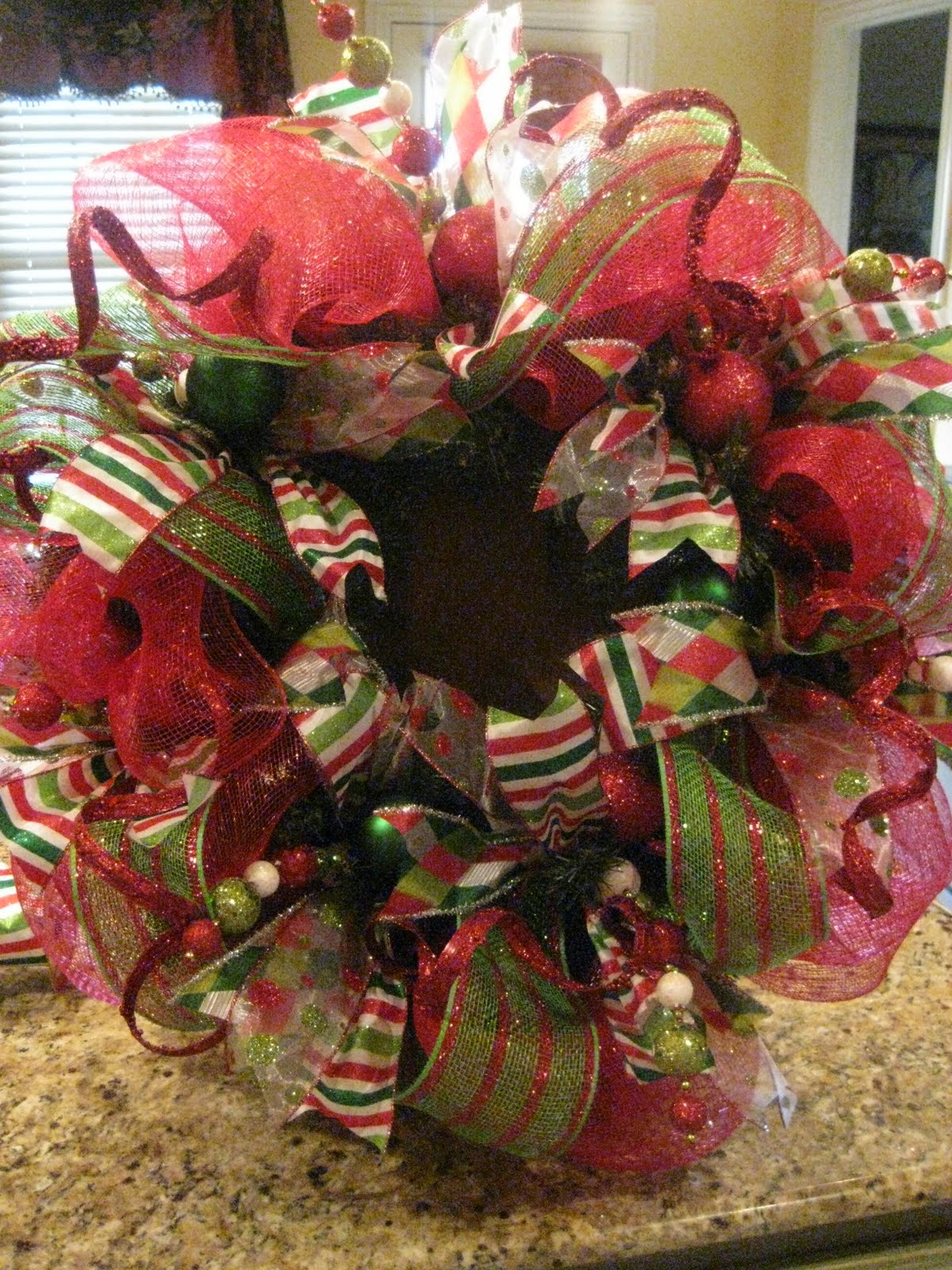 How to make a christmas wreath with mesh - How To Make A Christmas Wreath With Mesh