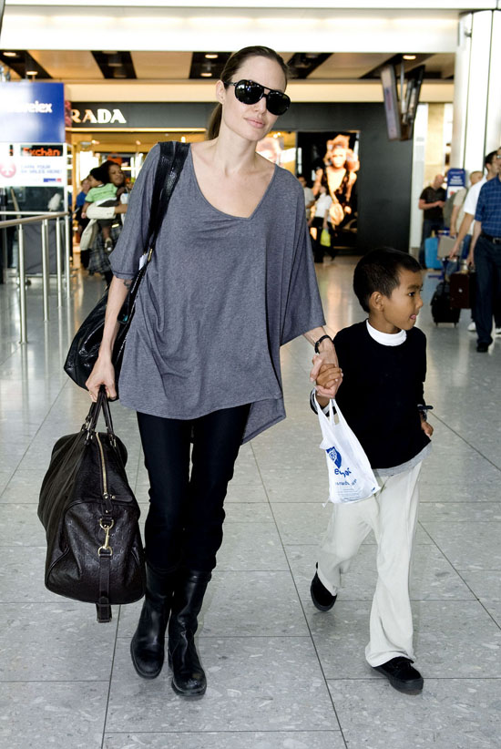 Jolie S Casual Style Angelina Jolie In Versace At The