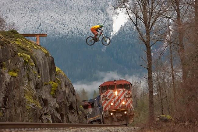Спортсмен Ян Моррисон в горах Уистлер. Колумбия, Канада.