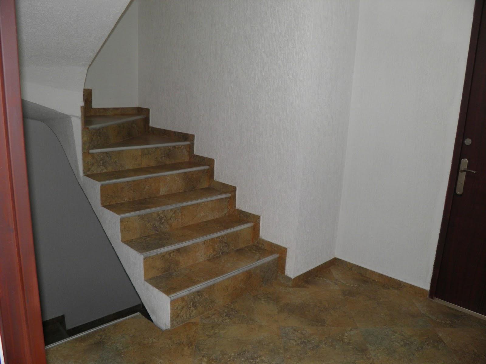 Apartaestudios en candelaria la nueva octubre 2012 for Tipos de pisos para escaleras