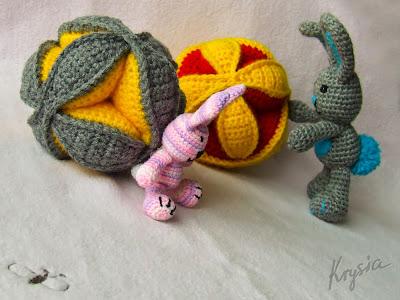 szydełkowe maskotki króliczki i piłki puzzle ball