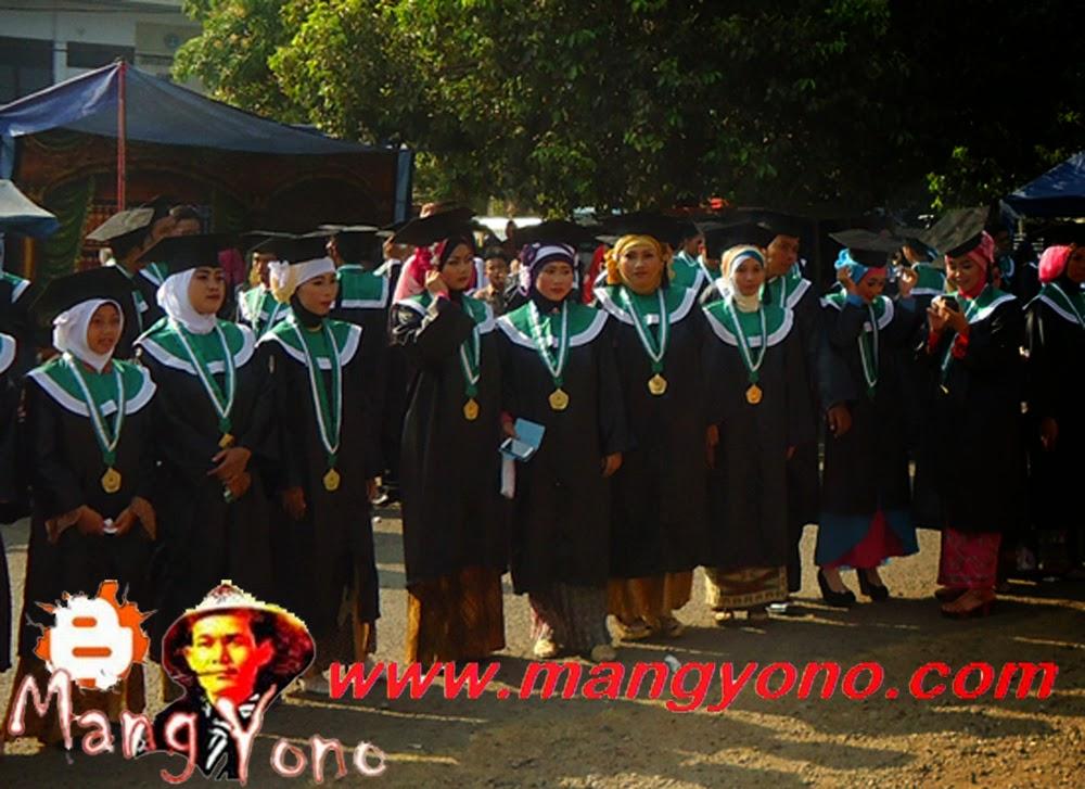 Mahasiswa dan Mahasisiwi Sekolah Tinggi Agama Islam