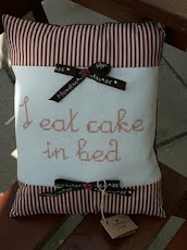 I eat cake in bed